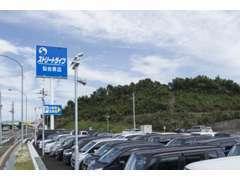 ストリートライフ仙台泉店は、約5000坪の敷地に300台以上の展示車!有料更新型保証で安心してお車にお乗りいただけます☆