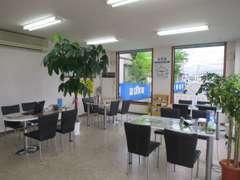 ★ショールームは、広々と解放的な空間となっております。