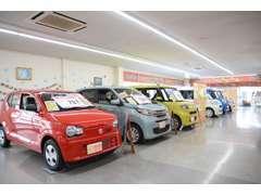 ☆室内展示場☆雨の日でも、ゆっくりと全メーカーのお車を選んで頂けます!
