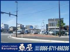 国道8号線を金沢市方面から、加賀・白山市方面へ向かった場合、二日市交差点を右折。8号線二日市交差点から店舗は見えます。