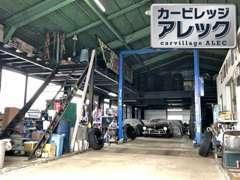 タイヤ交換やオイル交換等、軽作業は当店で!熟練のスタッフが、お車を隅々までチェックいたします。