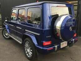 ボディータイプはSUV!4000cc/4WD/左ハンドル/5ドアの5人乗りです!