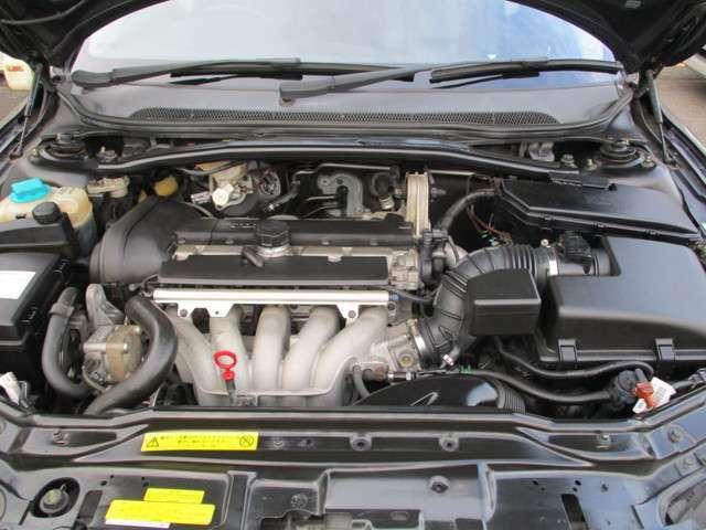 キレイなエンジンルームです。タイミングベルト交換済み。ボルボディーラーでしっかりメンテナンスされており、機関良好です。