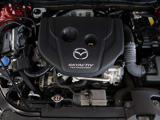 スカイアクティブDは力強いトルクによる高速道路や登坂路での余力感や、給油の手間を軽減する優れた燃費性能による経済性の高さ、加えて、ディーゼルエンジンとは思えないような静粛性や高回転までの伸びの良さ。