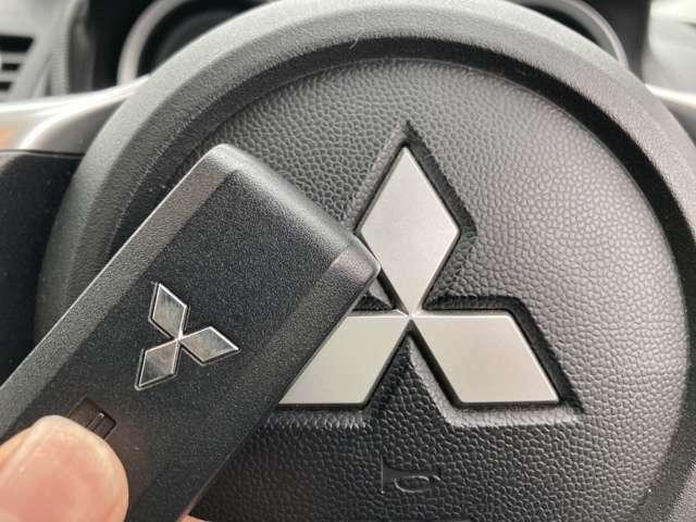 ◆スマートキー【鍵をささずにポケットに入れたまま鍵の開閉、エンジンの始動まで行うことが可能です。】