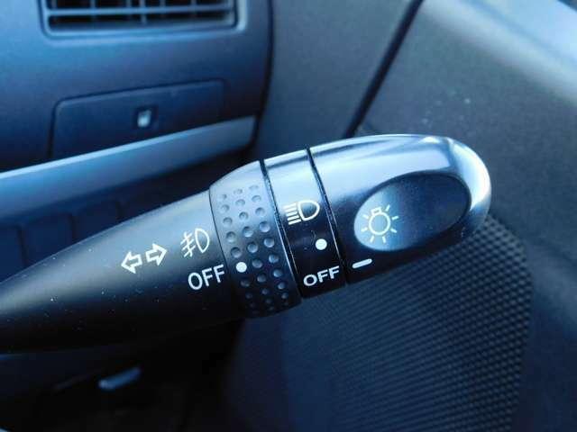 運転席右側にフォグランプスィツチが有ります。