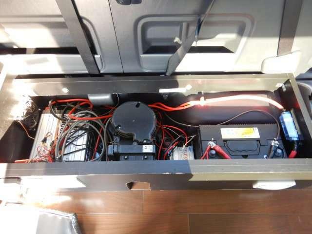 サブバッテリー、走行充電、外部電源、1800Wインバーター装備しております!