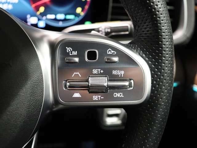 【素早く簡単に操れるステアリング】全ての機能が素早く簡単に操作できる新世代インターフェースのマルチファンクションステアリングでスムーズなドライビング♪