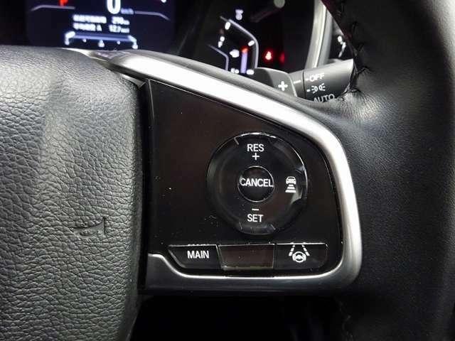 ハンドルにはHonda SENSINGとオートクルーズコントロールのスイッチを装備!オートクルーズコントロールはキャンセルボタンやブレーキを踏むと解除されます。長距離運転や高速道路の運転では大活躍です!