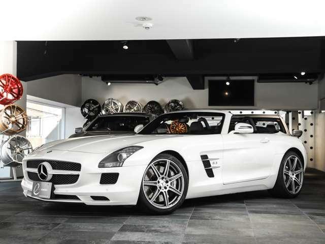 また、エクステリアは純正メーカーオプションとなる「designoミスティックホワイトII」で、市場でも人気の高いボディカラーの為、リーセールバリューにも期待できます。