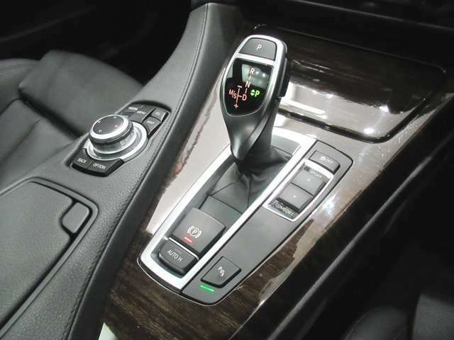 「駆け抜ける歓び」がキャッチフレーズのBMWですが、アイドリングストップ機能や電動パワステ等により、燃費、環境性能の向上にも貢献しています。