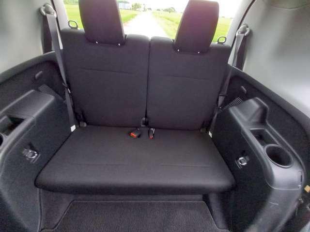 <サードシート>サイドに小物とドリンクを置くスペースがあります♪