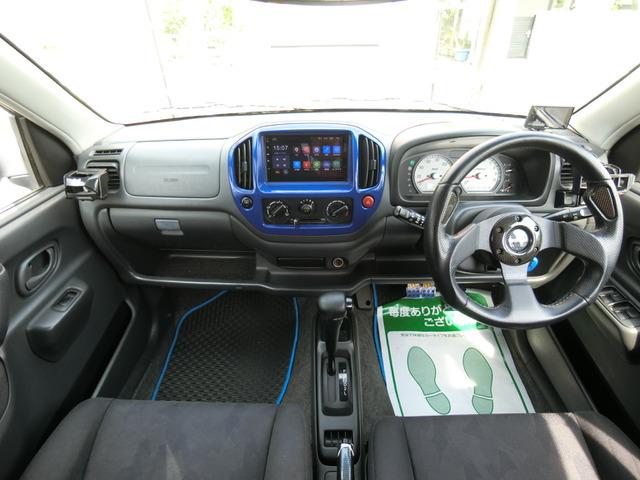 フル装備LEDライト・ABS・スマホ連動ナビ・Bモニター・キーレス・ETC・フォグなど嬉しい装備です。全席レカロシートになっています