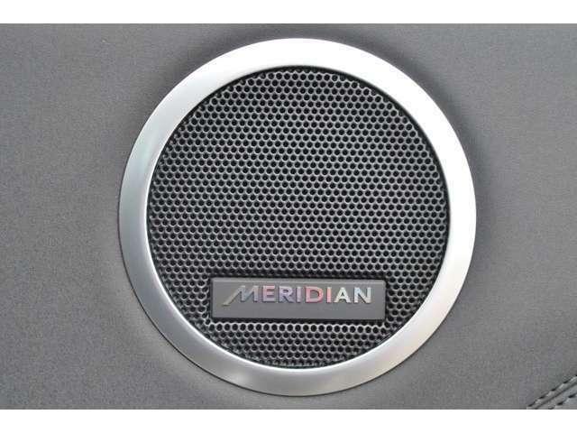 英国ブランドの【MERIDIAN】製サウンド。澄みきった高音から深みのある低音まで、豊かなサウンド再生を実現します。