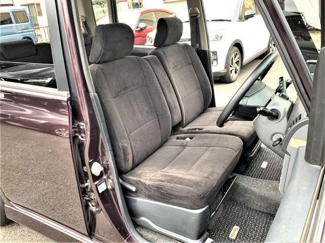 すわり心地の良い専用ベンチシート♪もちろん運転席・助手席共にシートもヘタリ・シミ・ほつれ・破れ等もなくキレイな状態です◎