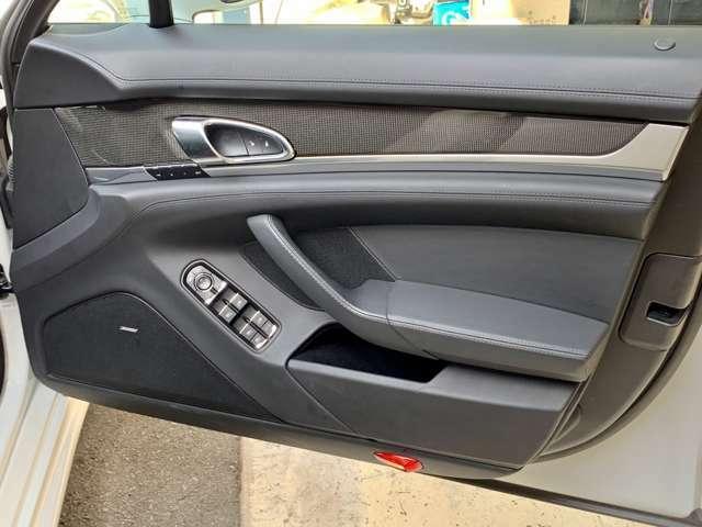 オプションのカーボンインテリア、ベンチレーションシート&シートヒーター、エントリー&ドライブも装備しています。