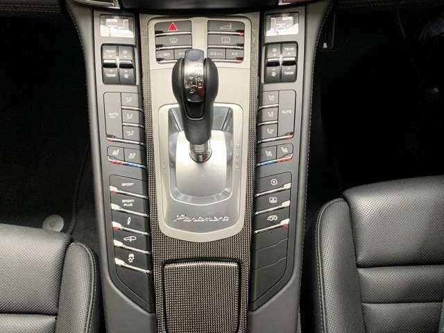 オプションのベンチレーションシート&シートヒーター、PASMエアマティックサスペンションも装備しています。