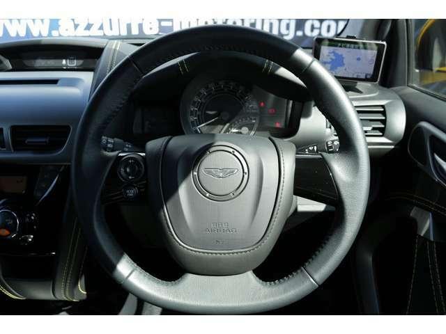 革巻きステアリングになっております! 運転する方が握りやすいデザインとなっております!