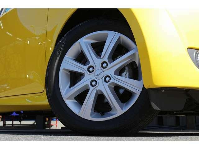 純正16インチホイールを装着しております! タイヤはブリヂストンを装着! タイヤサイズは前後共に、175/60R16となっております!