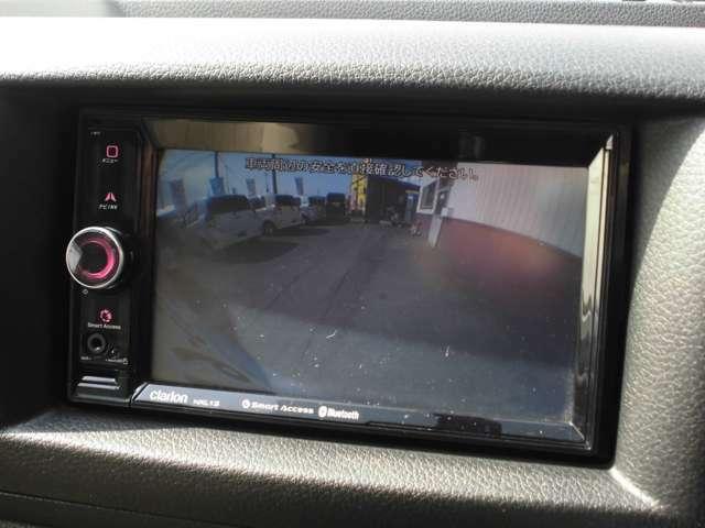 バック時に後方の安全を確認できるバックカメラ付き。車体の大きな車なので、ぜひ欲しい装備です。