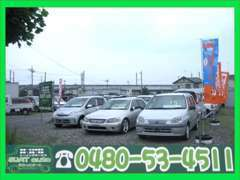 ★車両は常に綺麗な状態で見て頂ける様心がけています。敷地内は広くなっているので、車で直接ご来店頂けます!