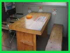 ★広々とした商談テーブルもございますので、ゆっくり落ち着いてご検討頂けます!よくここでお客さんとお菓子食べてます(笑)。