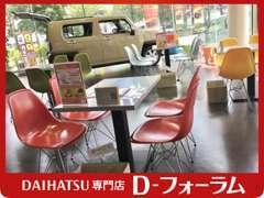 中央のキッズコーナーにはゾウさんチェアーがあります(^^)♪大人も!お子様も楽しめる店内となっております♪♪♪