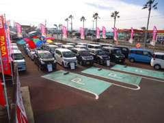 イオンモール宮崎さんのすぐ近くに当店はございます。軽自動車をメインに、お買い得なおクルマを多数取り揃えております!