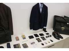 ウエアやミニカー、シューズなどランボルギーニコレクションを展示販売しております。