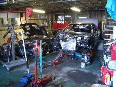 当店の工場です!!ここでお車の整備や改造等色んな事が出来ます♪お車の事でお悩みの方はご相談ください!!