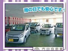 店内のショールームにも展示車がございます。お目当てのお車は、雨の日でも天候を気にせずご覧いただけます。
