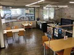 商談スペースと事務所の間にもビニールカーテンを設置。