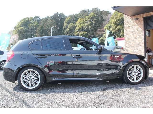 取り回ししやすいサイズで、BMWらしいハンドリングが楽しめる1台です。