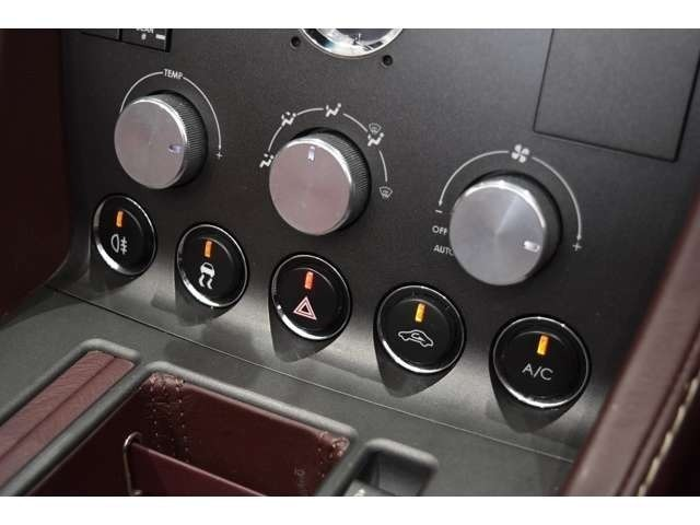 オートエアコンを搭載しております!アルミ製のダイアルでとても高級感のあるつくりになっております!