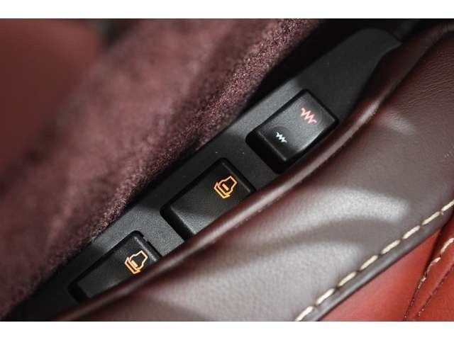 シートヒーター・ランバーサポートのスイッチは、シートのセンターコンソール側に設置されております!