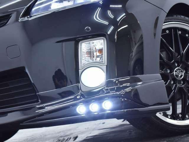 フォグランプにインストールされたLEDとエアロ付属の3連LEDスポットで視認性も◎となっておりおます。