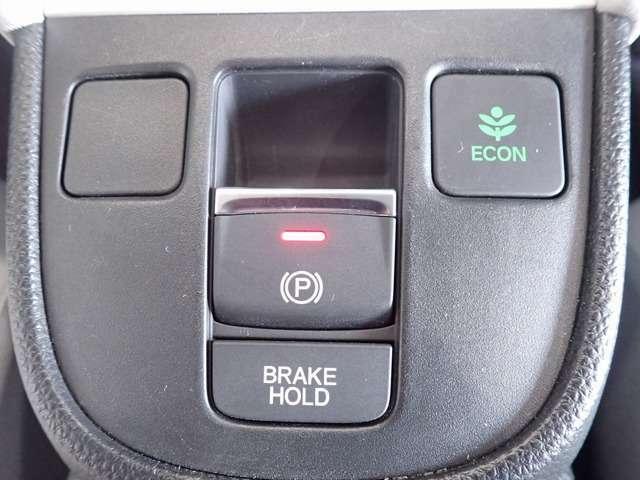 【ブレーキホールド】自動でブレーキを固定します。頻繁な信号待ちや渋滞で、なかなかクルマが進まない時も、運転終了後の足の疲れを大幅に軽減します!