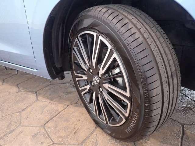 純正アルミホイールです!タイヤの溝もありますね!