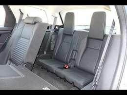サードシートも贅沢に装備。いざという時にあると便利です。