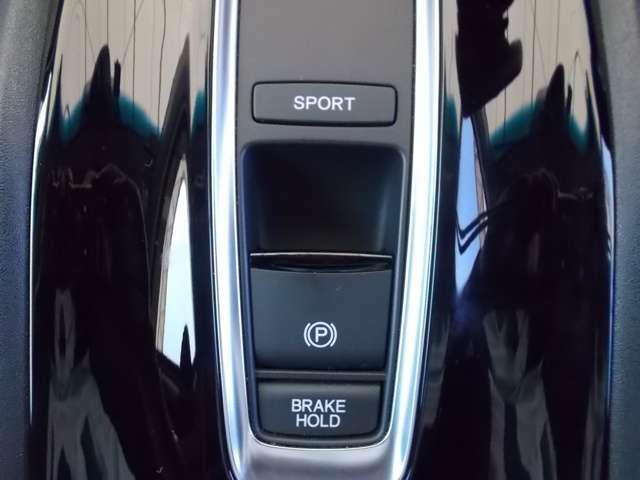 【電子制御パーキングブレーキ】指先で操作が簡単。スイッチを引くだけでパーキングブレーキの操作が可能です。