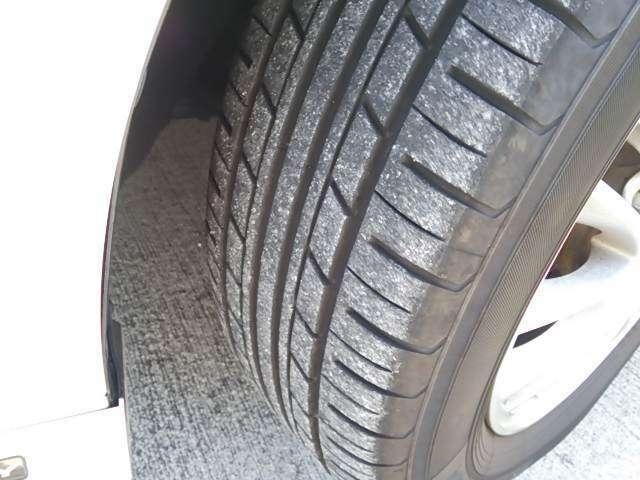 タイヤの残り溝です。