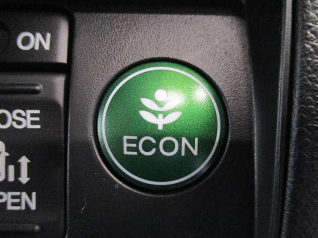 「ECONスイッチ」を押すとエアコンとトランスミッションの作動を制御して、燃費をより効率よくすることができます♪作動中外気温が25℃以上の場合、自動的に内気循環となります☆