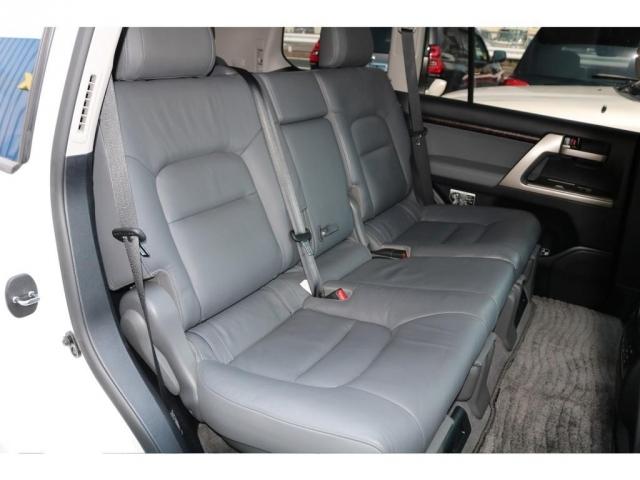 セカンドシートにはチャイルドシートも取り付け可能です。
