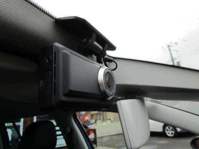 安心のドライブレコーダー付き。