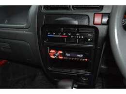 エアコン周りです。PioneerCDプレイヤー【DEH-380】が付いています。音楽CD再生はもちろんのこと、パソコン内にある楽曲をCDなどに保存して車の中で楽しむことができます♪