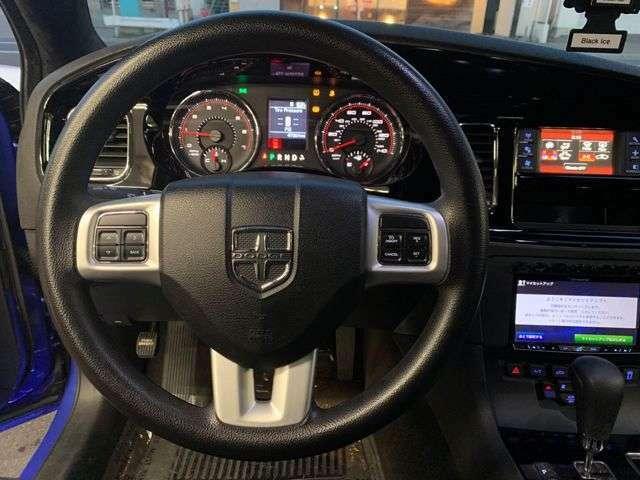 中古車並行車ですがカーファックス付き・実走行8.0万キロ!内燃機関良好です!エンジンルーム内もピカピカです!(社用車で使用する為距離は増えます)