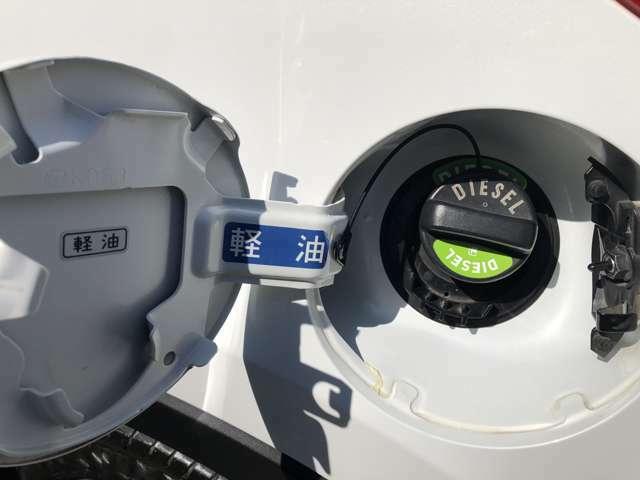 使用燃料は軽油となります。ガソリン車よりも燃料コストがお安く日頃のランニングコストはディーゼル車ならではです。