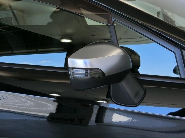 ドアミラーウィンカー付きです。周りの車に、「ウインカー&ハザード」を気付いてもらえる装備です。だから、安全・安心!