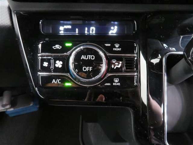 快適・便利なオートエアコンは、ボタンひとつで車内を設定温度に自動調整してくれます♪ 見た目もスマートでオシャレな充実装備です。
