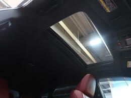 人気装備!!【サンルーフ】開放的なサンルーフからは、爽やかな風や温かい陽の光が車内に差し込みます。